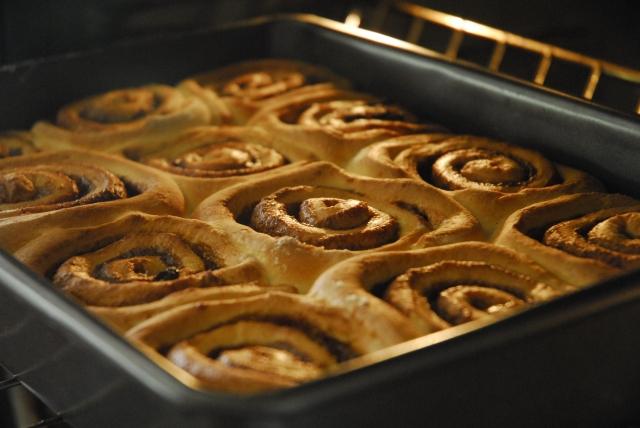 cinnamon rolls 23